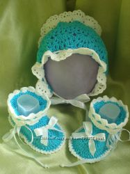 Тёплый чепчик и пинетки для малышей вязаные крючком