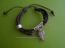 модные кожаные браслеты с украшениями