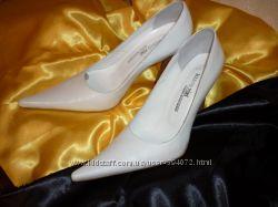Кожаные туфельки белые 38 р Marco Pini