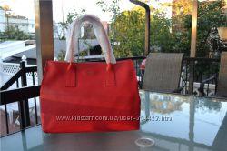 Furla Red Leather Papermoon Top Handle Toe  Красная.  Но при этом сдержанна