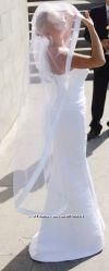 Шикарное фирменное свадебное платье со шлейфом