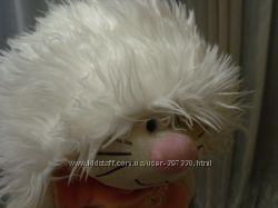 стильная белая шапка