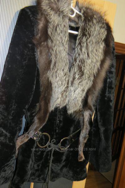 Натуральная шуба овчина, воротник -песец, в отличном состоянии