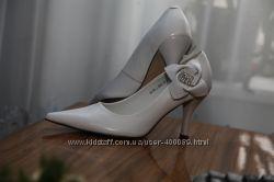 Продам туфлі весільні білого кольору