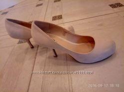 Туфли бежевые 38-38, 5 одеты пару раз распродаю обувь