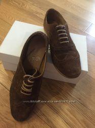Классные замшевые туфли р. 39