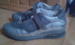 фірмові кросівки PRIMIGI