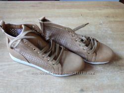 ботинки из искусственной кожи. Красивые