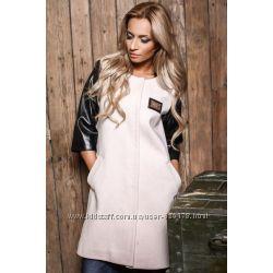 Легкое пальто с кожаными рукавами