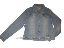 Коротенькая джинсовая курточка. Размер L.