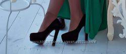 Продам Натуральны Замшевые туфли на высоком каблуке на платформе 38р
