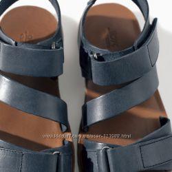 Фирменные кожаные босоножки Zara