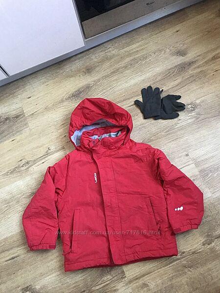 Классная тёплая демисезонная  куртка от decathlon на рост 114-121 6 лет.