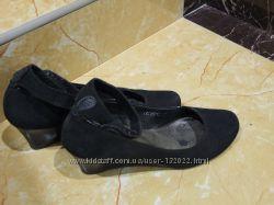 Дуже зручні туфлі замшеві на танкетці. 25-25, 2см. 38р. Польща.