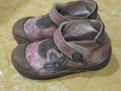 Стильні, красиві черевички на дівчинку. 15-15, 5см. Повністю шкіра. Франція