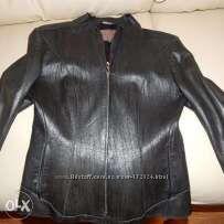 Кожаная черная курточка