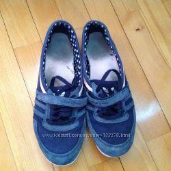 Кросівки жіночі Adidas, розмір 40