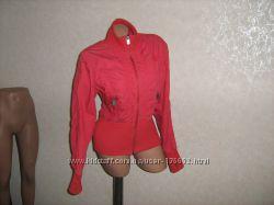 Куртка красная с вышивкой и стразами, размер 46-48
