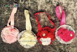 Повязка на голову детская с кружевом и бутоном роз