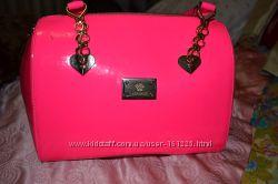Сумка Versace яркая розовая бочонок