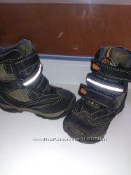 зимние ботиночки для двойняшек или близнецов р. 24 состояние новых