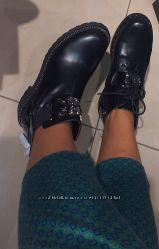 Женские демисезонные ботинки на низком каблуке с крупными камнями 36-40
