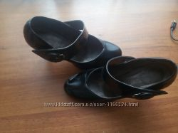 Продам кожаные лаковые туфли фирмы Basconi