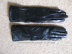 Черные лаковые перчатки
