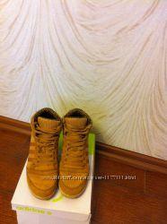 Сникерсы Adidas 39размер  идеальное состояние