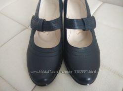 Новые туфельки на низком каблуке