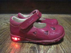 Кожаные туфельки Clarks с мигалками 21-22 размер 13. 5 см по стелечке