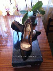 Продам красивенные лакированные туфельки