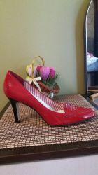 Продам фирменные туфли, очень элегантные. 38 размер