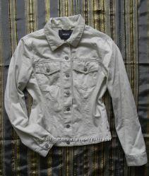 Куртка ветровка бежевого цвета курточка