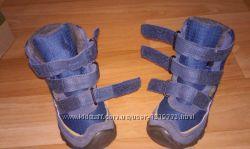 Продам зимние ботинки Keen. В подарок тапочки Rohde kids