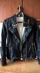 Женская черная куртка кожа PU на меховушке размер М