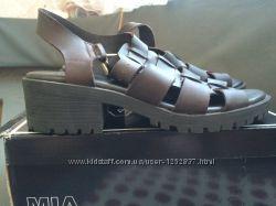 Брутальные коричневые кожаные босоножки mia 39 размер