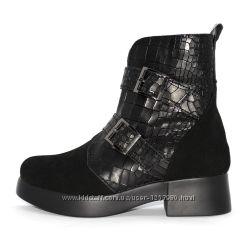 Ботинки натуральный замш, крокодилья кожа на масивной подошве с пряжками