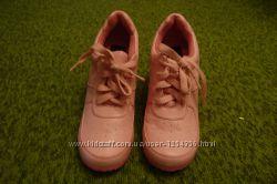 Распродажа новые кроссовки на каблуках