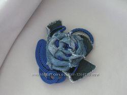 Джинсовая брошь-бохо с элементами сутажной вышивки