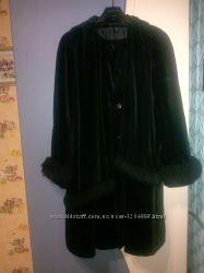 Велюровое женское пальто манто