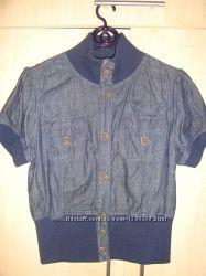 Ветровка из джинса с коротким рукавом.