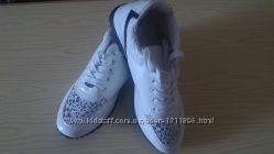 Шикарные кроссовки, стелька 26 см. Польша