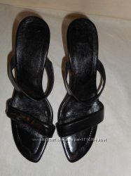 женские кожаные чорные босоножки 38р