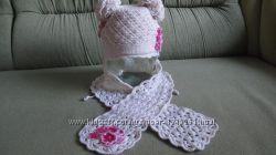 Вязанный зимний комплект шапочка и шарфик .