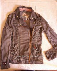 Куртка - косуха фирмы KHUJO. Размер М.