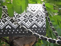 Вязаная сумка в черно-белой гамме