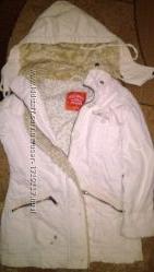 Демисезонная Куртка на девочку 6-7 лет.