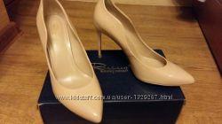 Продам кожанные  лаковые туфли  Respect 38 -39 размер