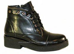 Черные ботинки на шнурках